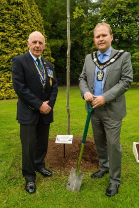 Lord Mayor Plants Messines Ridge tree 2